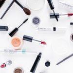 Produits de beauté cosmétiques pour paraître plus jeune