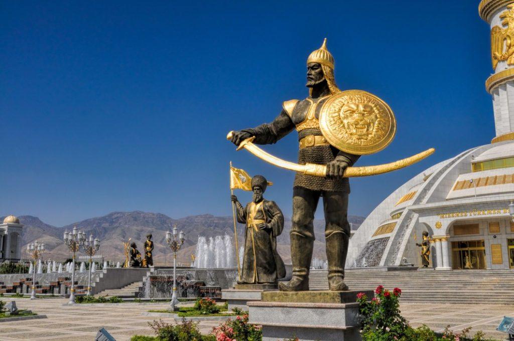 Monument de l'indépendance à Achgabat